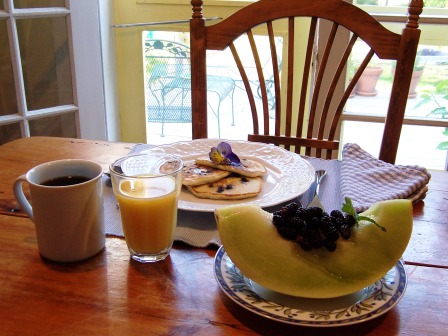 Breakfast Table at Main Street Bed and Breakfast, Fryeburg. Photo: Main St. B&B