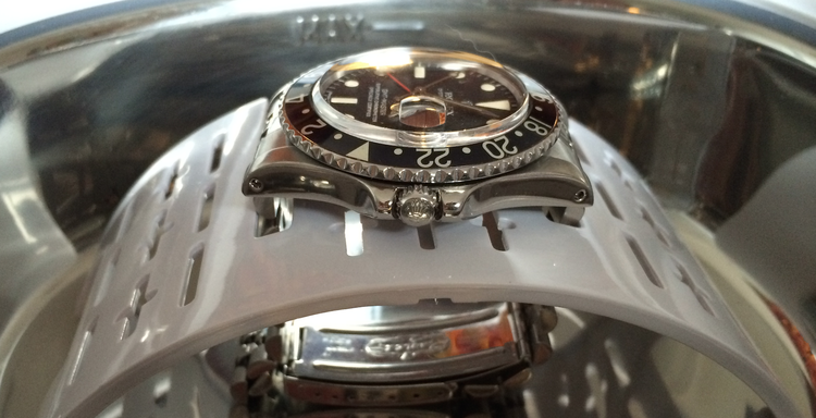 1675 getting a bath for its Jubiliee bracelet.
