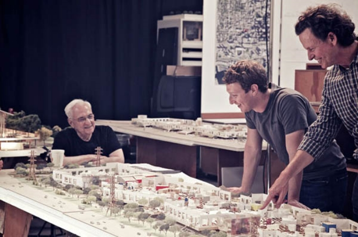 Collaborative process: Gehry (left) reviews his HQ model with Zuckerberg in 2013. (Photo: Business Insider)