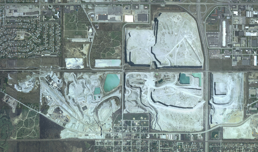 Top job.Satellite image of the quarry, as captured by the U.S. Geological Surveyin 2005. The north lobe will be flooded.