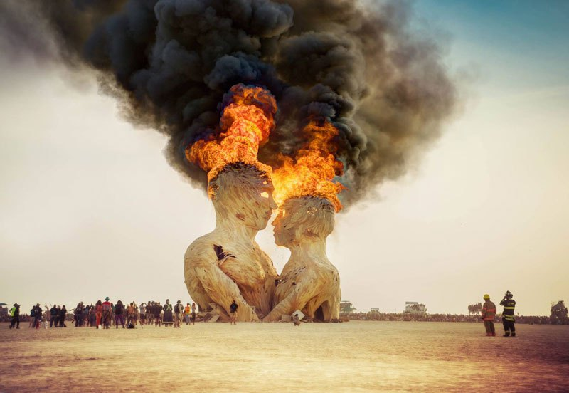 embrace-sculpture-burning-man-2014-trey-ratcliff.jpg