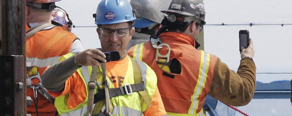 Documenting history: Ironworkers record the opening of 1WTC in NYC last spring. (Photo: Getty Images)
