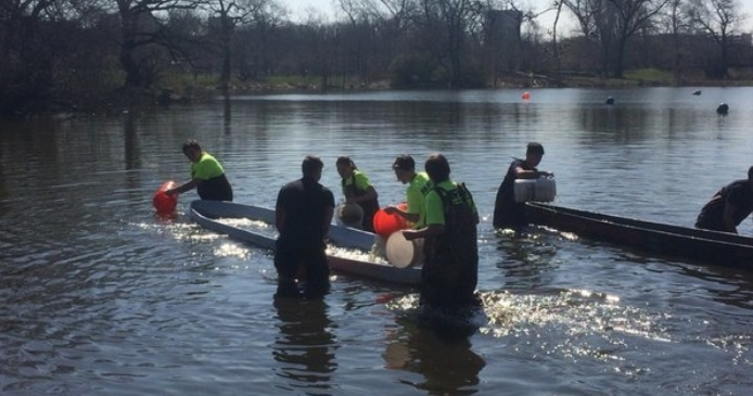 Nailed it! The Illinois Tech team canoe easily won the Swamp Test. No one had more trouble sinking their boat.