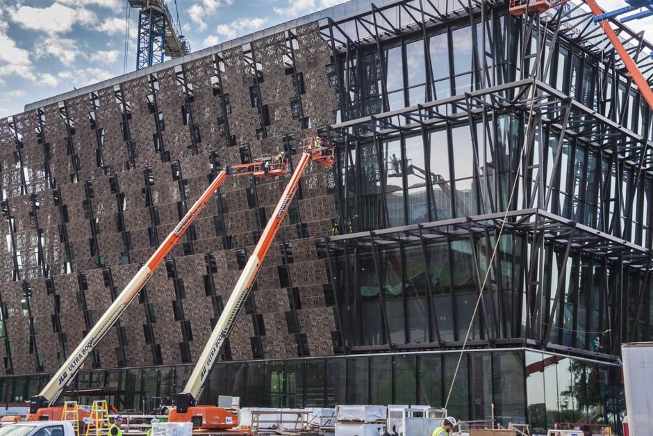 NMAAHC_exterior_construction