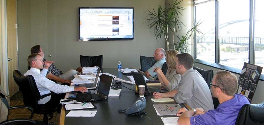 Project pow-wow: Team members discuss pre-construction details in the offices of AGC member Pepper Construction.