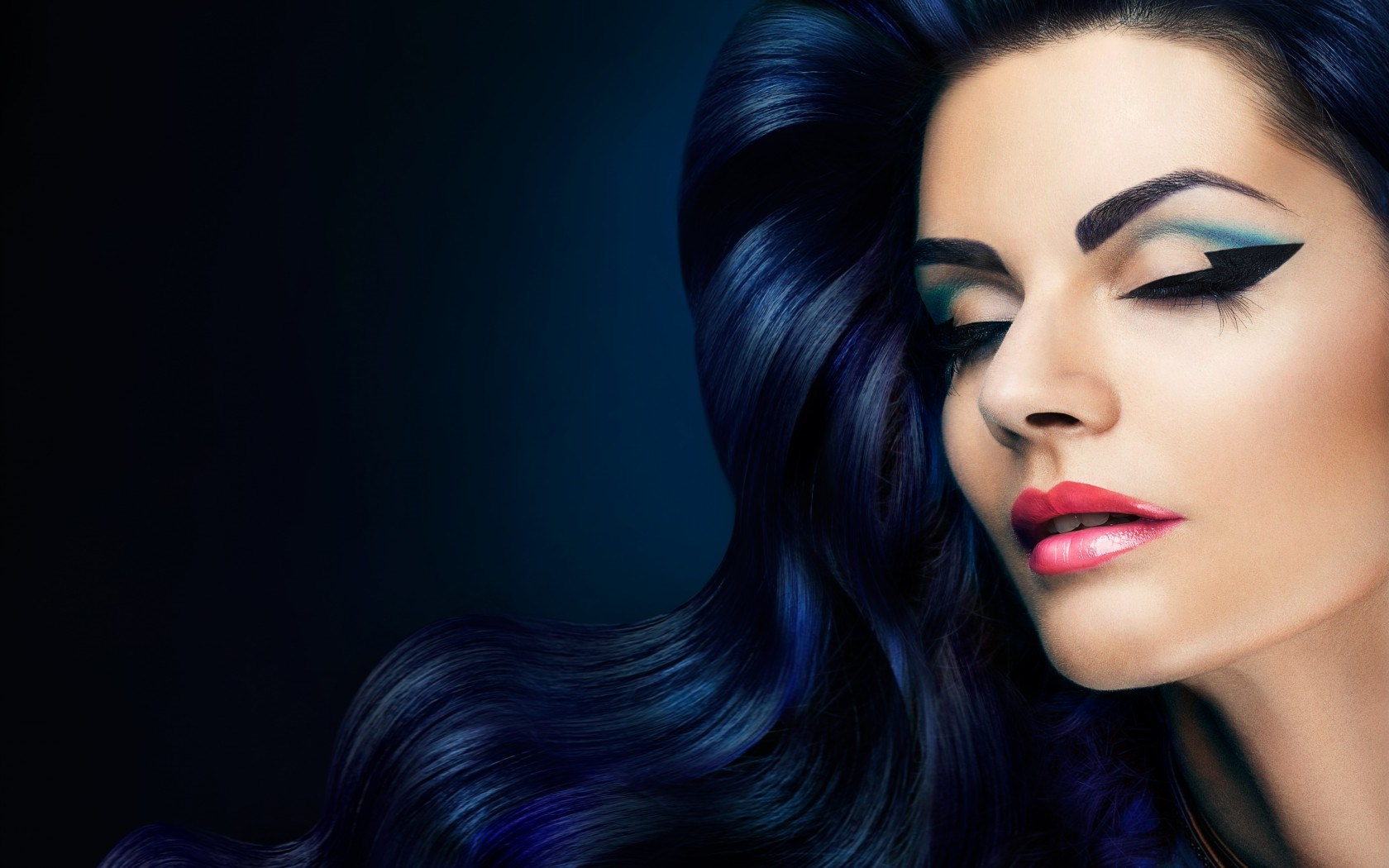 Model Make Up Trend 2014 Dark Blue Hair