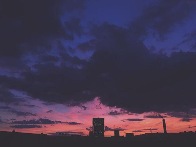 About last night. . . . . . #throwbackthursday #throwback #tbt #rooftop #rooftopping #rooftops #bbq #rooftopbbq #skyporn #cloudporn #sunset #urban #city #zurichcity #zurichspots #zurich #sunset #visitzurich #langstrasse #tower #primetower #twilight #pinksky #aftersunset #igersuisse #igerszurich #horizon #cityatsunset