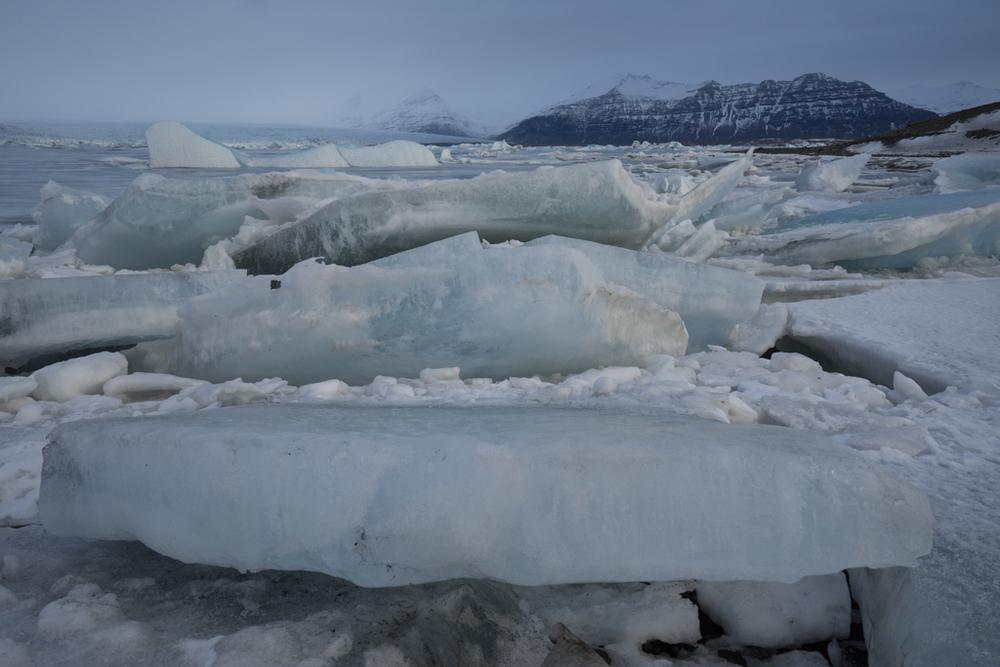 Ice floats gathering on Jökulsarlon