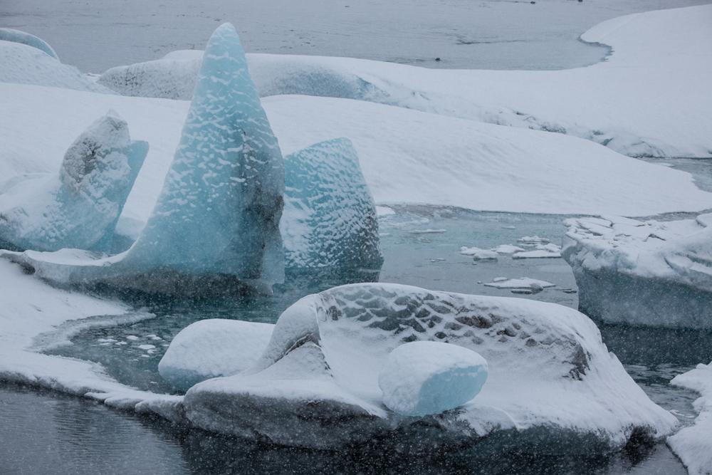 Icebergs on the entry of Jökulsarlon