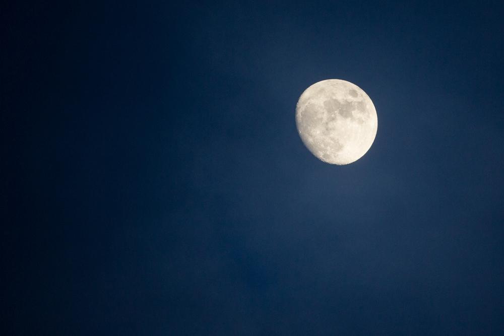 The moon at Jökulsarlon