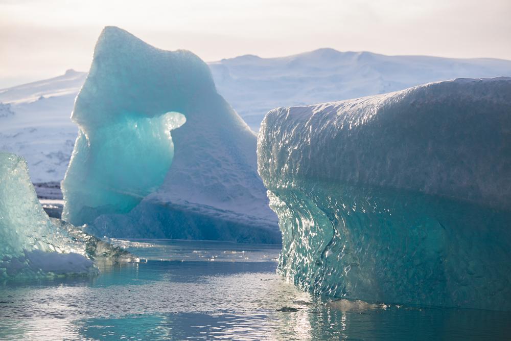 Sun on icebergs