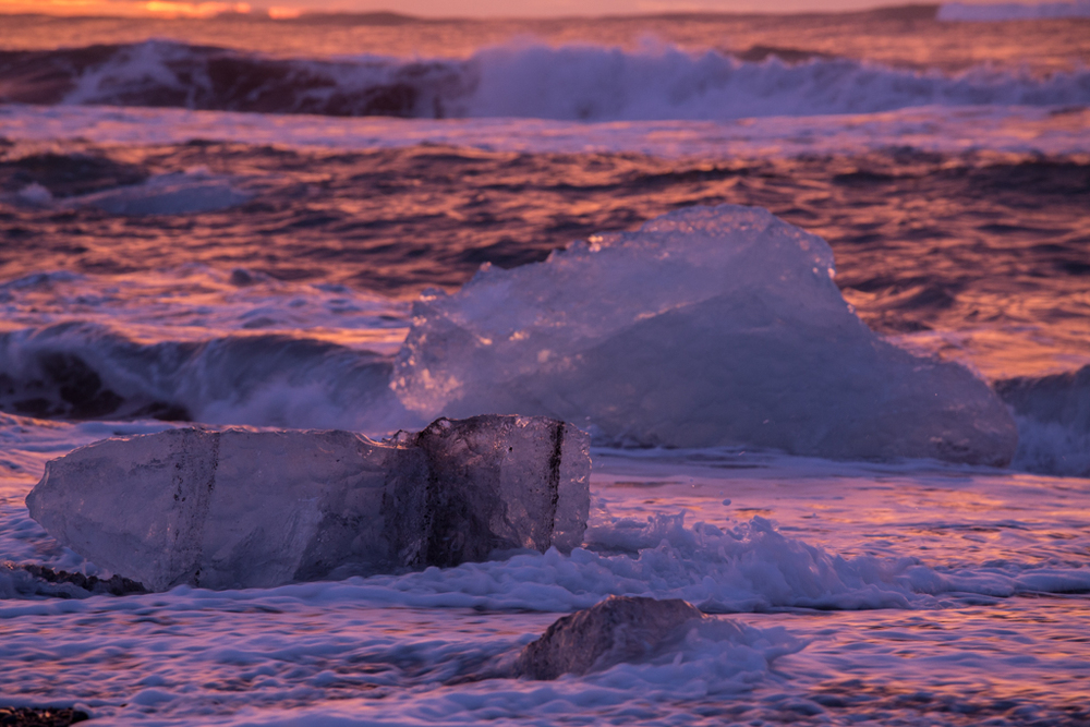 Iceblocks coming from the ocean