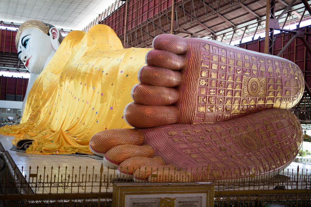 Huge lying buddha