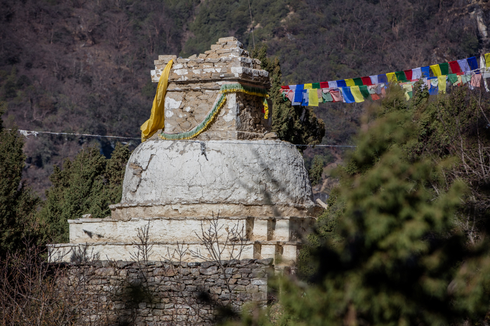 Damaged stupa close to Namche