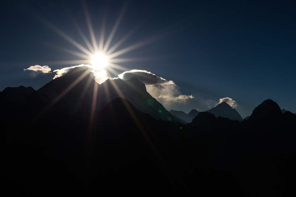 Everest with sunstar from Gokyo Re