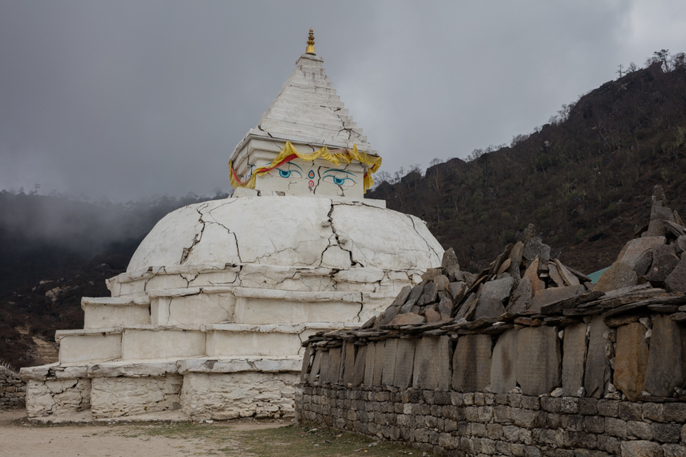 Stupa with cracks in Khumjung