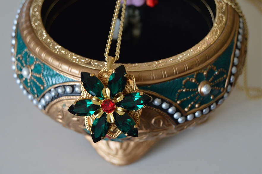 anastasia-music-box-necklace