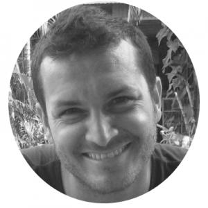 Thibault Rehn  Coordinateur de Vigilance OGM  Thibault Rehn est un militant écologiste de longue date, cofondateur et désormais coordonnateur de l'organisme Vigilance OGM, qui coordonne la campagne Exigez l'étiquetage. Il s'intéresse aux problématiques liées aux OGM et aux pesticides ainsi qu'à la mobilisation citoyenne, qu'il considère essentielle afin d'obtenir une société plus juste et durable. Ingénieur de formation, il a travaillé plusieurs années à Greenpeace Québec comme responsable des bénévoles.