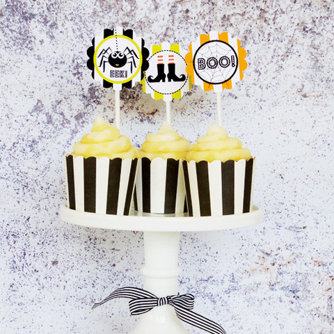 Treat cups and toppers