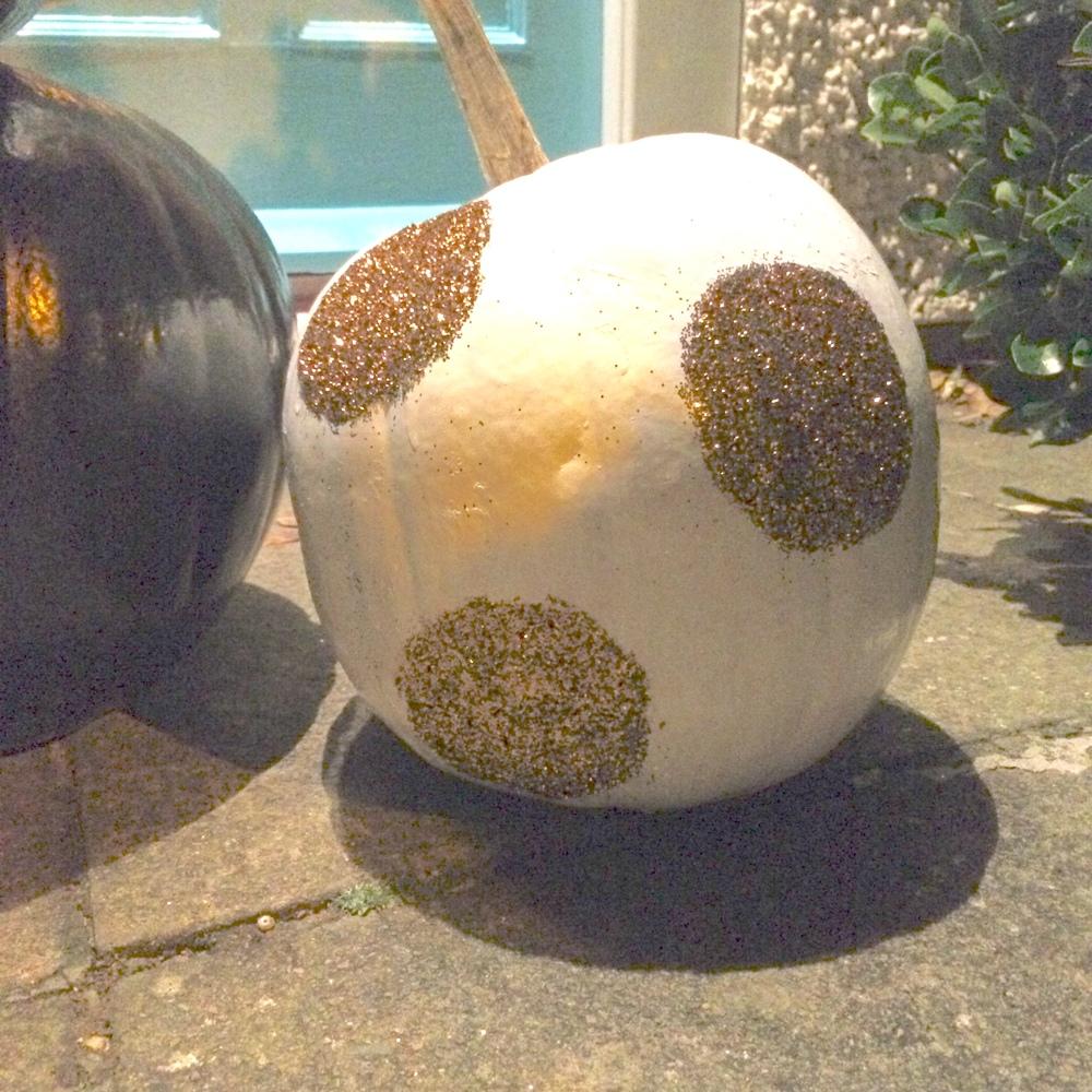glitter circles pumpkin