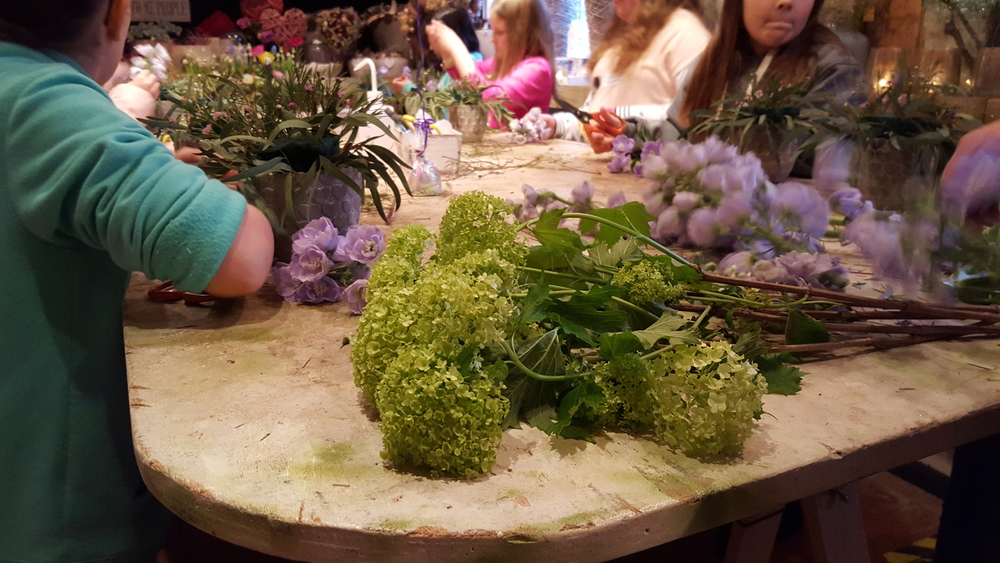 Adding flowers to the design. All in One Season Dutch floral party workshop