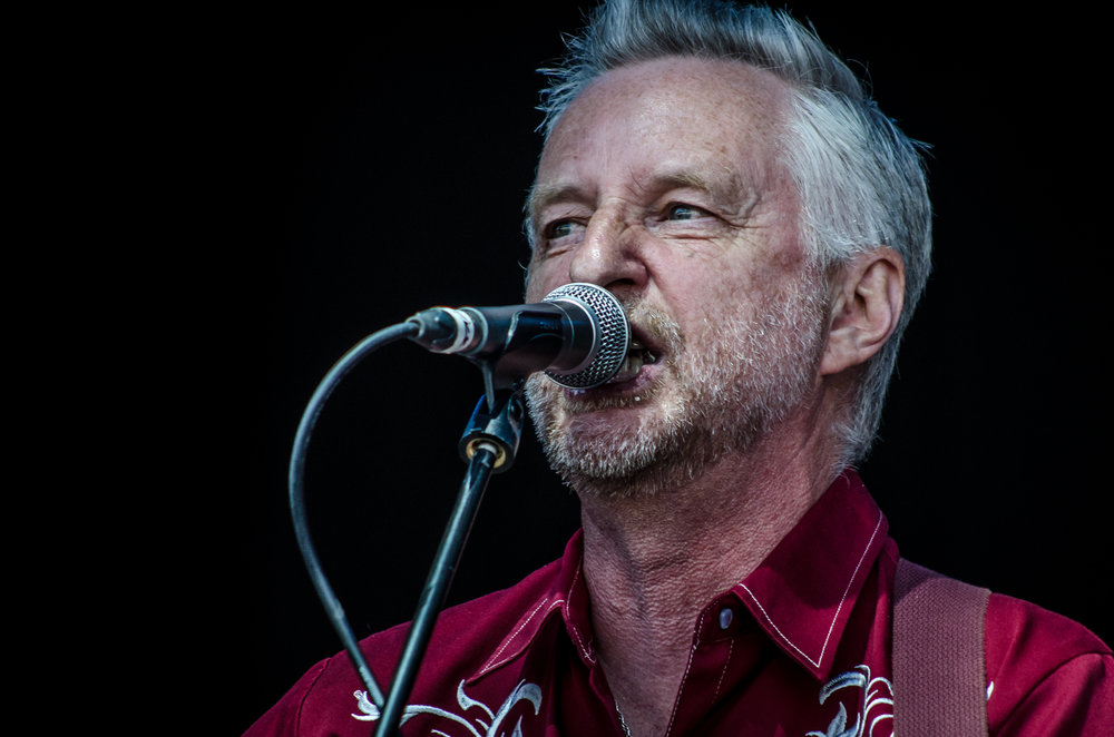 billy_bragg_on_stage.jpg