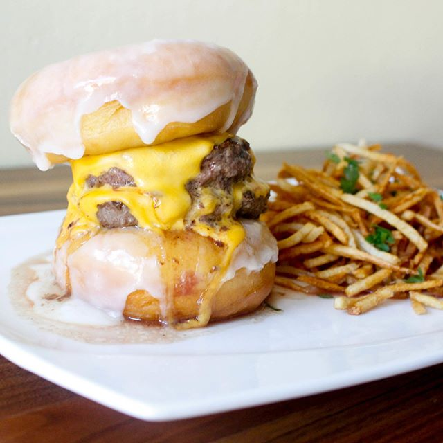 Foodie fitness pro tip: skip the dumbbells and lift donut burgers 😉 #armday #donutburger @strawsf