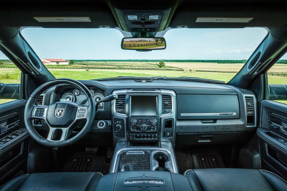 racetrack / 3500 Limited / interior / dash
