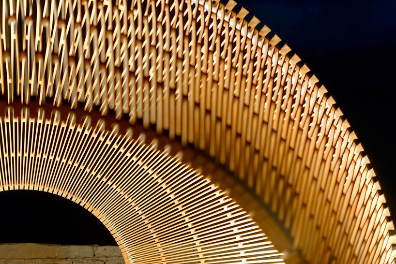 nicole-larkin-dynamics-in-impermanence-sculpture-by-the-sea-designboom-07.jpg