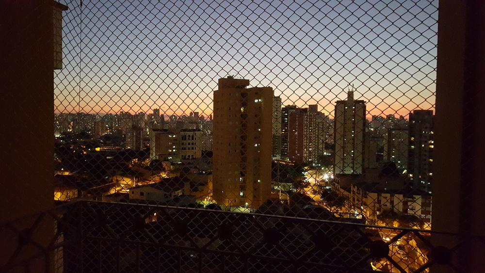 Vista da sacada do apartamento novo, já telado para a segurança do Link. Ah São Paulo, eu te amo!