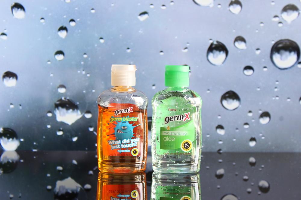 Meus potinhos de álcool gel. O laranja com cheirinho de manga e o verdinho de aloe vera - Foto por Bruno França