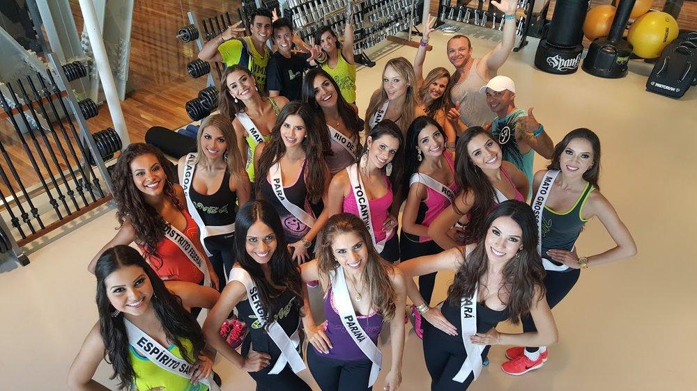 Candidatas do Miss Brasil 2015 na aula de Zumba
