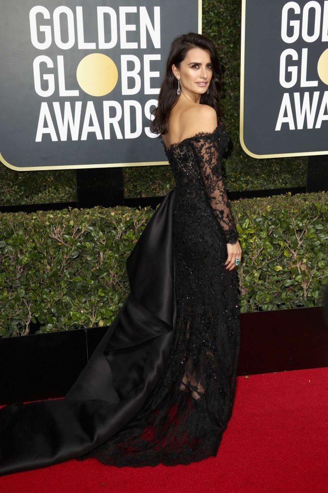 Penelope-Cruz_-2018-Golden-Globe-Awards--08-662x993.jpg