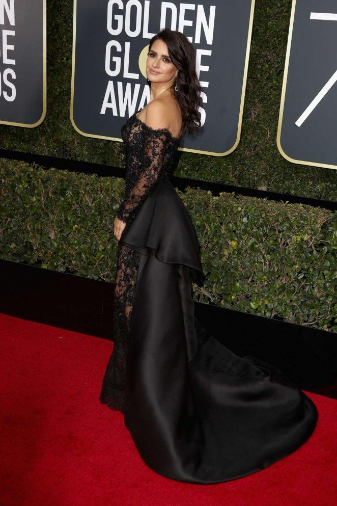 Penelope-Cruz_-2018-Golden-Globe-Awards--04-662x993.jpg