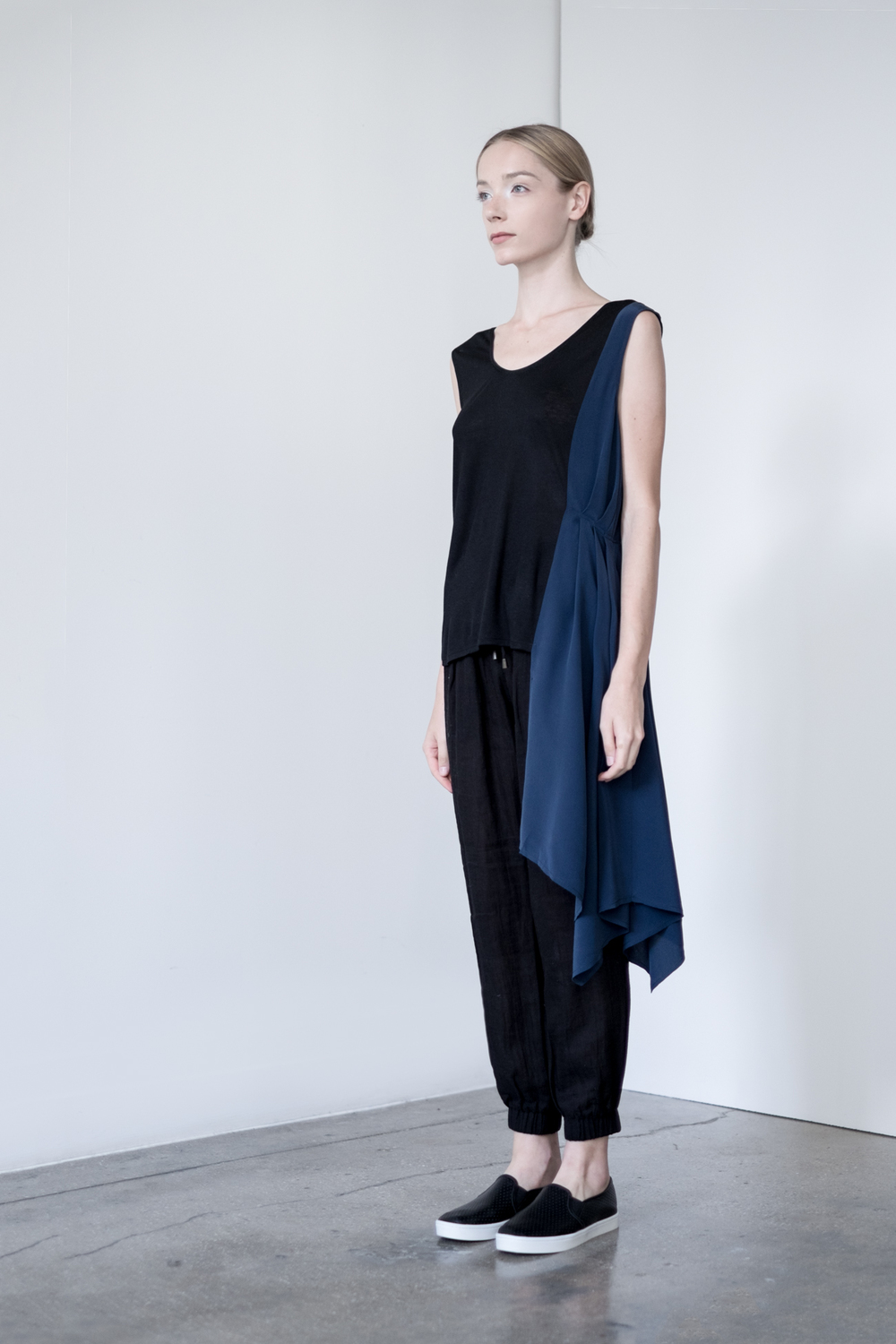 LOOK 44   TOP:   2283  / Noir   -     Sleeveless pullover with side pleated draping.   BOTTOM:   2290  / Noir  -   Jogger pants in 100% Cotton woven dbl. layer gauze.