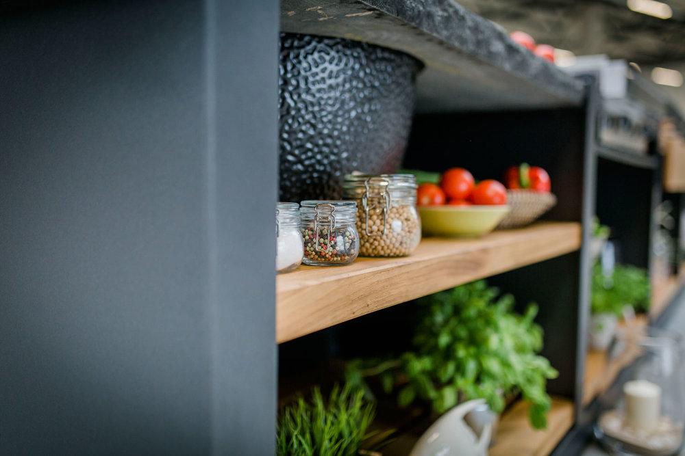 Oehler-Outdoor-kitchen-zeit-ist-luxus-granitoberflaechen-outdoorkuechenelemente-vielfalt-3.jpg