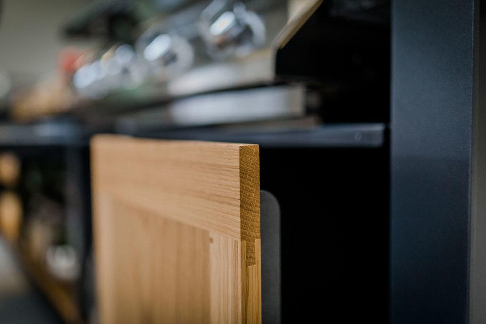 Oehler-Outdoor-kitchen-zeit-ist-luxus-granitoberflaechen-outdoorkuechenelemente-vielfalt-7.jpg