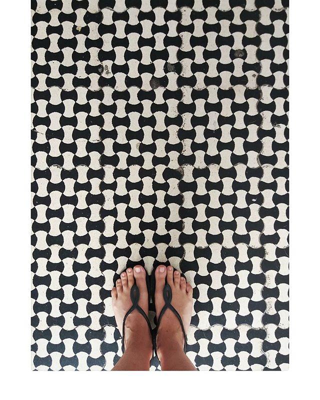 È stata una corsa dura, ma devo ammettere che me mancherà l'Italia 💓 . . . #surfacepattern #surfacedesign #surfacepatterndesign #textiledesign #textile #pattern #sarapatterns #licensing #hometextiles #wallpaper #designtextil  #fabric #quilt #quiltmarket #quilting #textil #printdesign #designertextil #textilpattern #instaart #inspiration #geometrics
