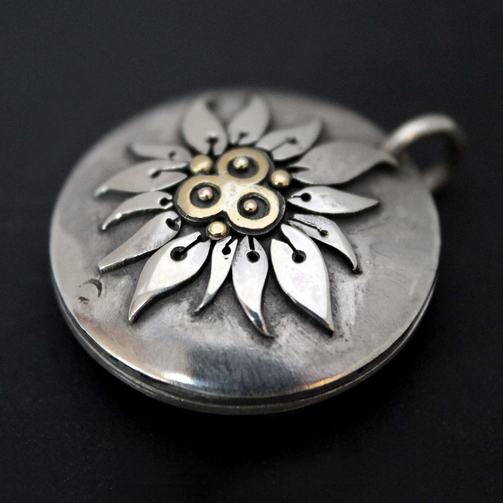 Flower_locket2.jpg