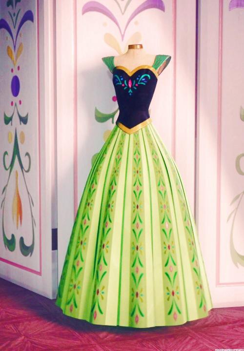 Frozen Costume Review - (PART 3) - Annau0027s Green Coronation Gown u2014 Princess Rants & Frozen Costume Review - (PART 3) - Annau0027s Green Coronation Gown ...