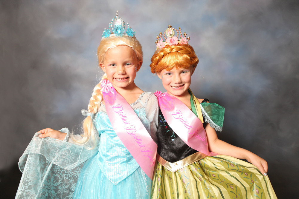 The Bibbidy Bobbidi Boutique has been offering Anna/Elsa makeovers, with wigs.
