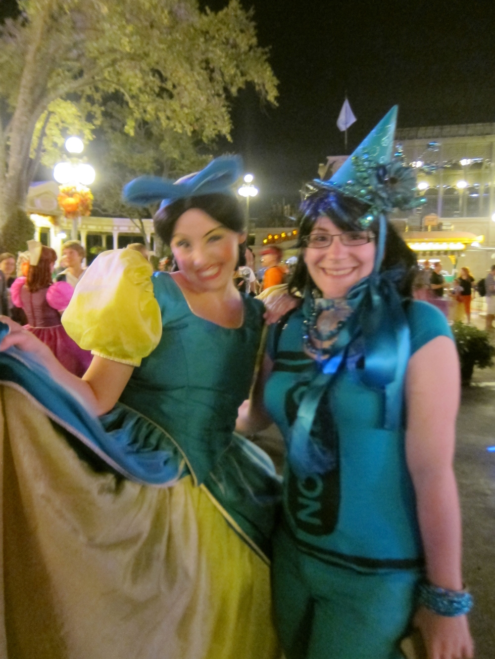 I can't tell the Ugly stepsisters apart, but whichever one this is was willing to be my teal for the scavenger hunt!