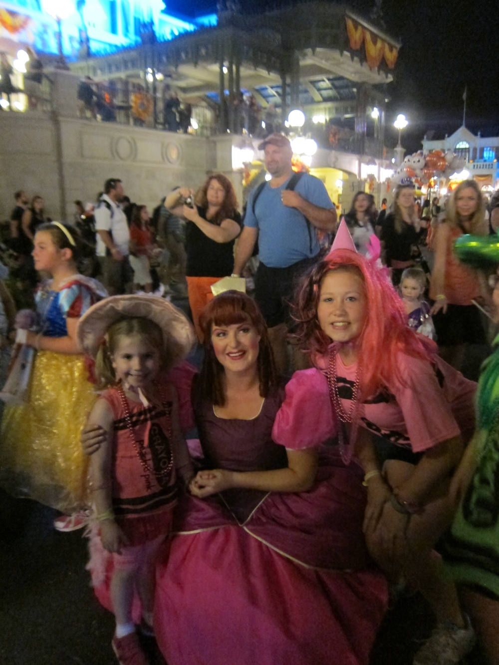 The other Ugly Stepsister was happy to pose as pink for both Viola and her cousin!
