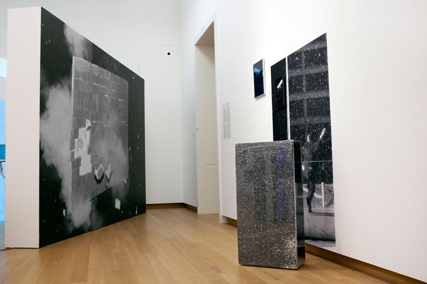 Der Ausbruch einer Flexiblen Wand (hart) and Driving Haz     Installation Overview.   Stedelijk Museum, 2014
