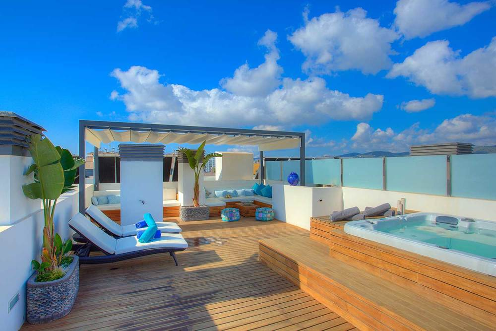 Blue-Beach-Jacuzzi-06.jpg