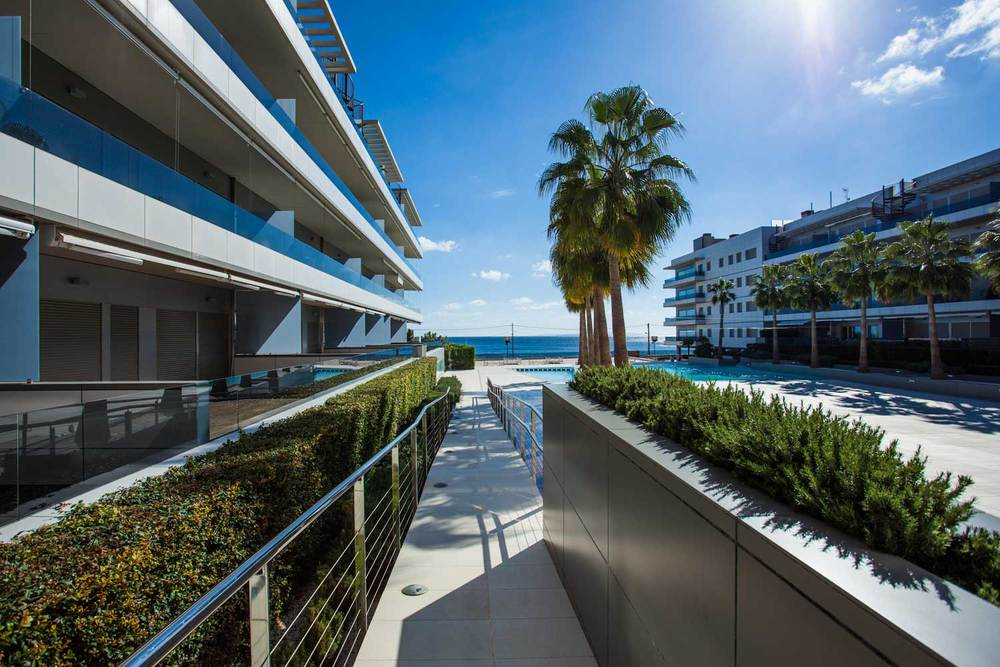 Ibiza-Blue-Beach-Jacuzzi-01.jpg