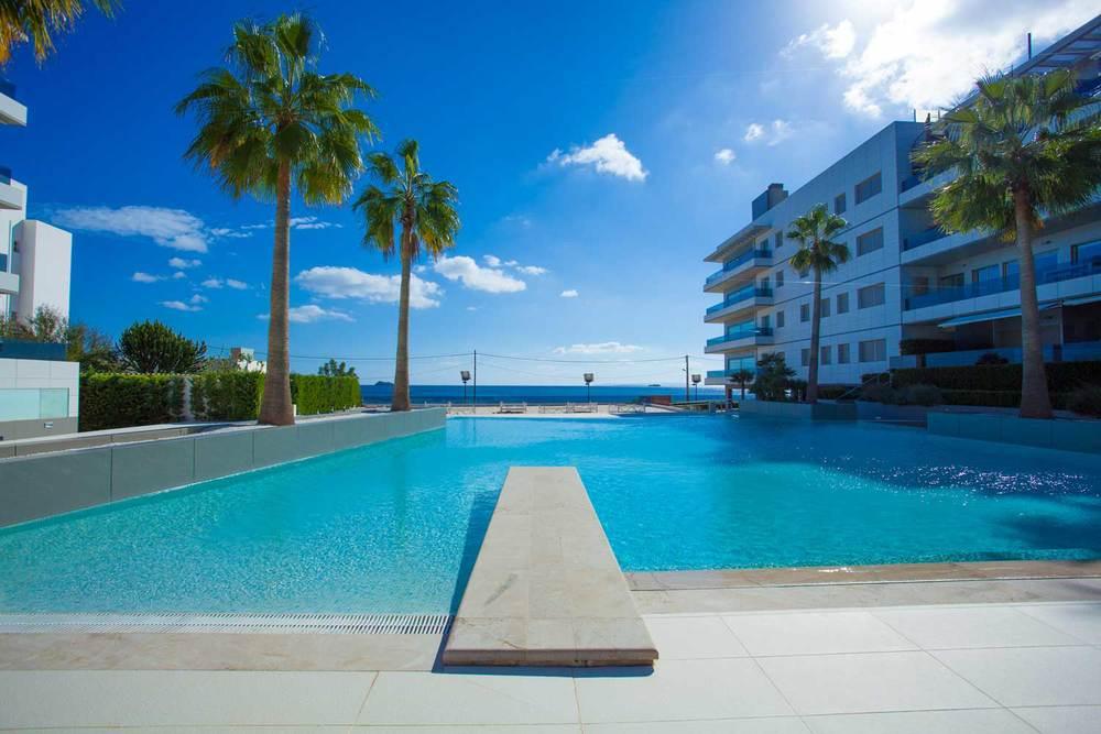Ibiza-Blue-Beach-Jacuzzi-06.jpg