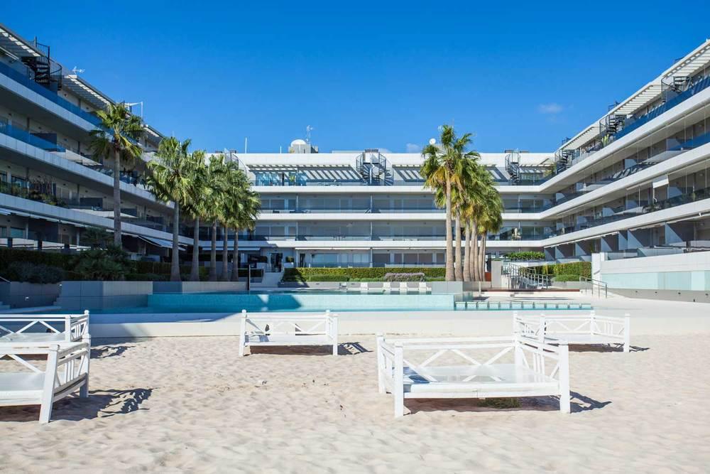 Ibiza-Blue-Beach-Jacuzzi-12.jpg