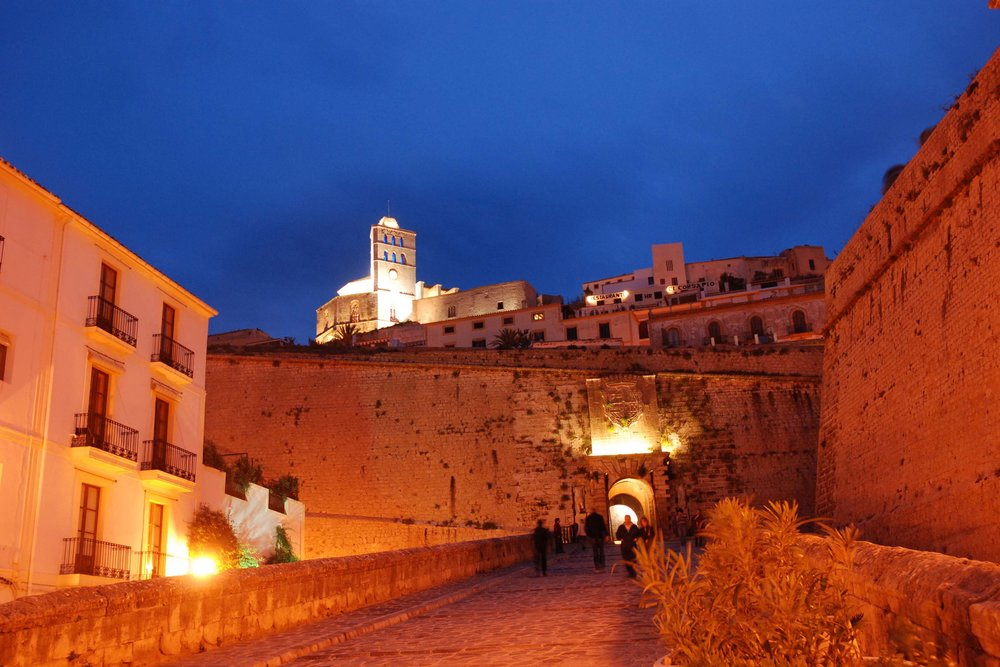 Dalt-Vila at night.jpg