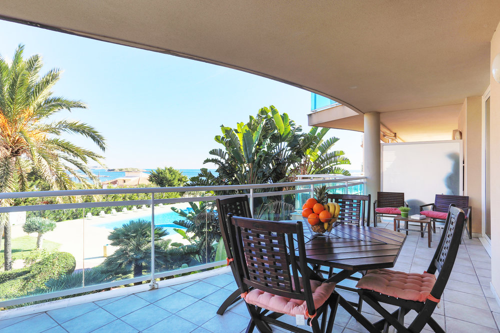 Bossa Sol 1-2-4 - €2,500 pcm2 bedroom, 2 bathroom Playa d'en Bossa apartment with sea views